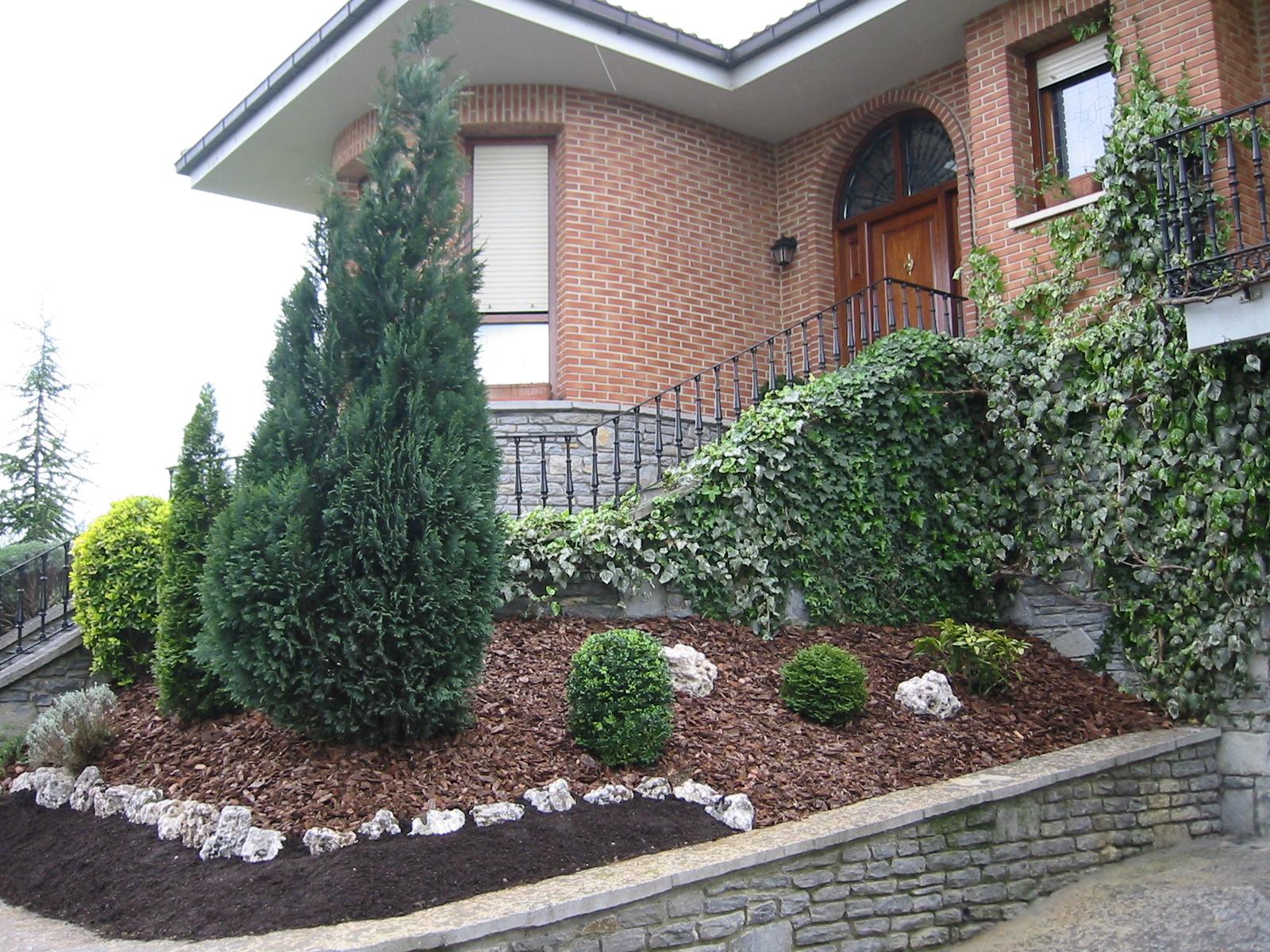 Galer a de fotos dise o de jardines instalaciones - Jardines con poco mantenimiento ...